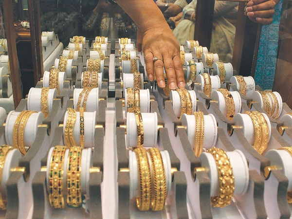 Gold Hits New High Of Rs 55 300 Per Tola