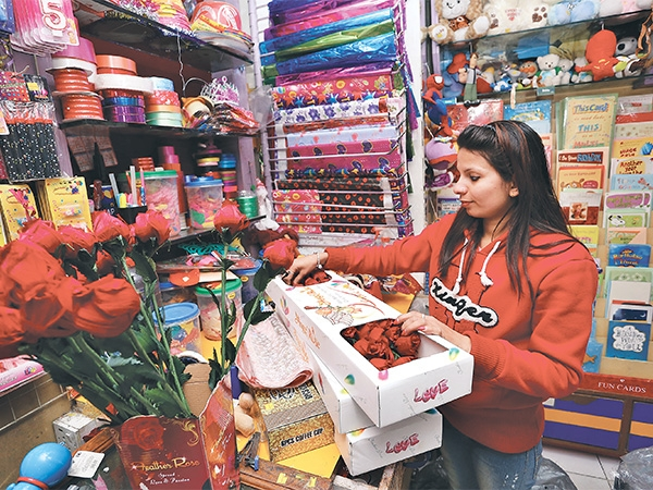 gift shops, florists prepare for v-day rush - money - the, Ideas