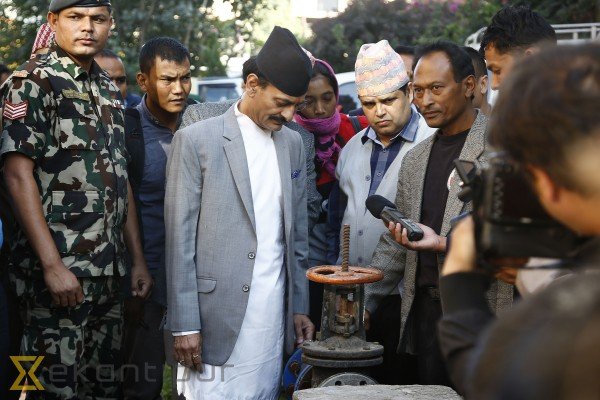 Industry Minister Joshi inspects methane gas plant at Imadol