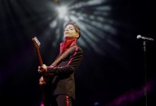 Woman says she's Prince's half sister, makes claim on fortune