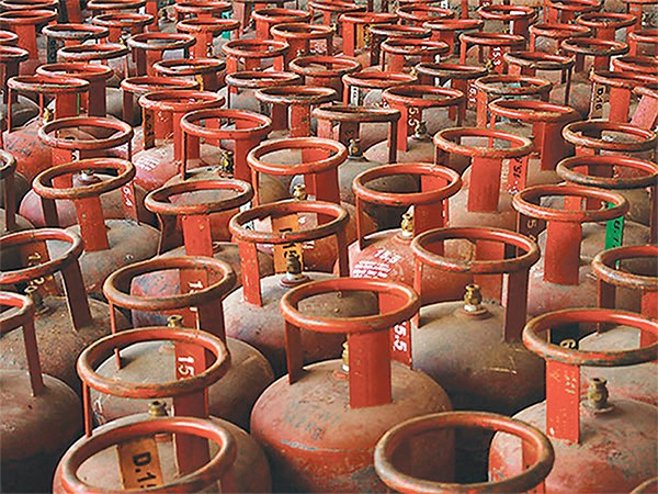 Black marketeer held with 283 cylinders of cooking gas