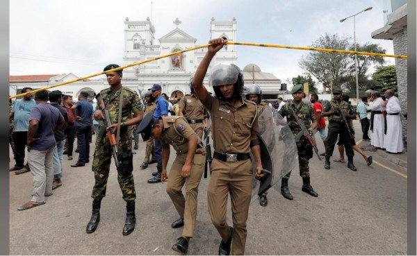 At least 100 people killed in a series of bomb attacks in Sri Lanka