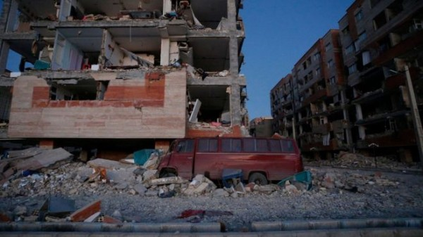 Strong earthquake hits Iraq and Iran, killing at least 396 (Update)