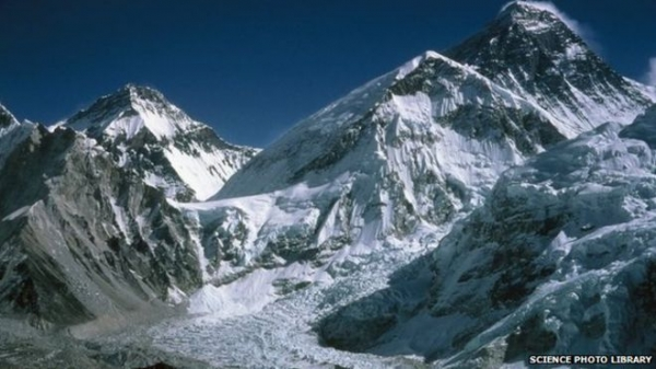 Everest: Sherpas to repair dangerous Khumbu Icefall route