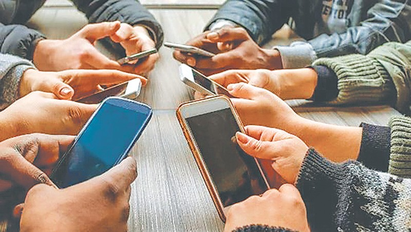 cellphone addiction Coping with cell phone addiction related articles john m grohol, psyd dr john grohol is the founder & ceo of psych central he is an author, researcher and expert in mental health online.