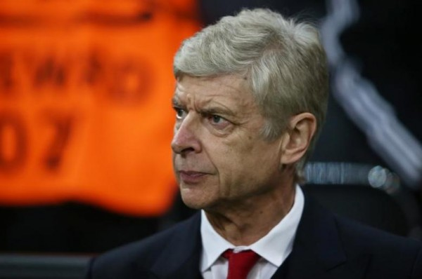 Wenger concerned by artificial pitch at minor league Sutton