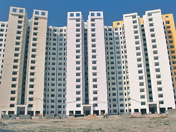11 Of Valley S Apartment Buildings Unsafe Govt